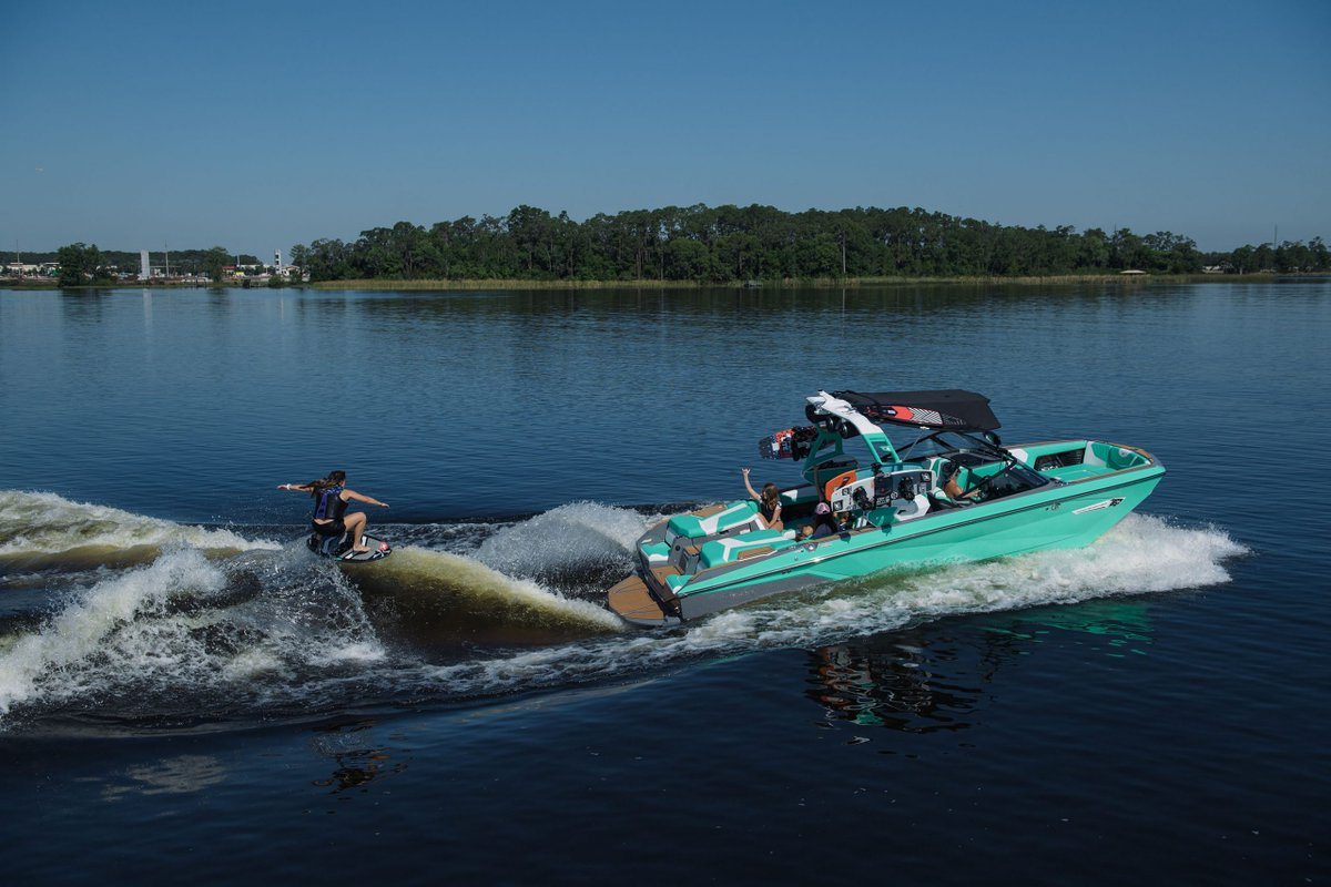 Who else is stoked about the sunshine? Get your Nautique G25 ordered so you're ready this summer! Nautique Boats   #nautiqueboats #unionmarine #pacificnautiques #saturdayvibes #tanksfilled #wakesurf #lakelife #seattleboatshow