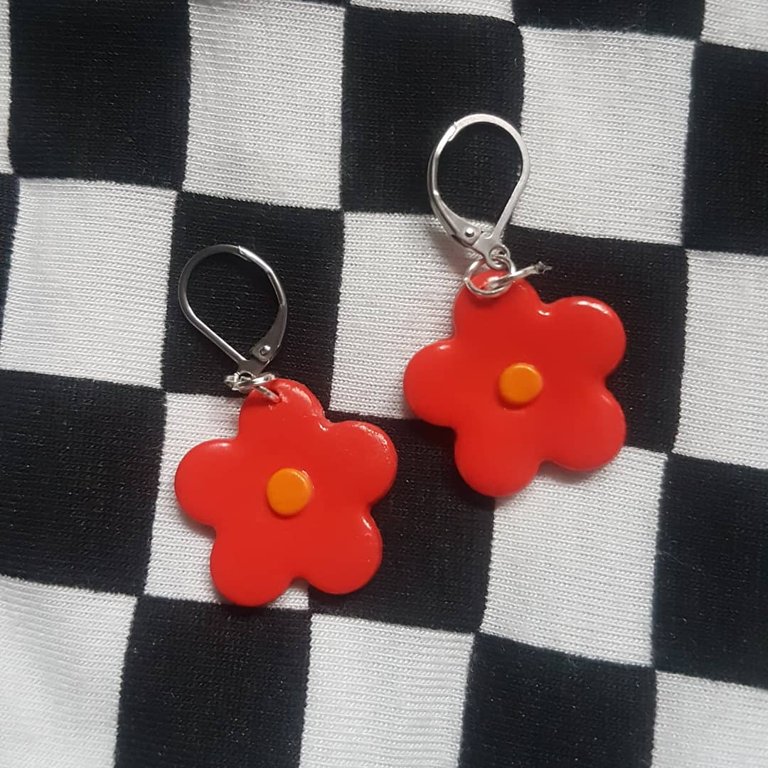 These cute and dainty earring are now for sale on my depop and etsy    #earrings #polymerclay #70s #checkerboard #red #flowers #floral #earhuggies #hoops #retro #modern #fimo #art #design