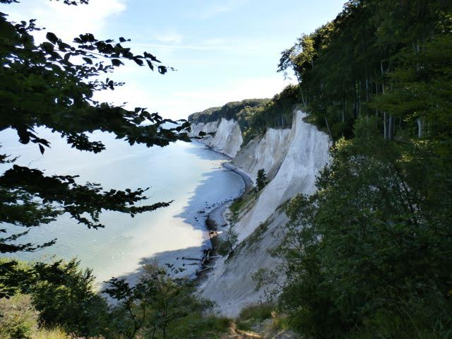 Germany - Rügen: Rügen is Germany's largest island. It is located in the Baltic Sea and belongs to the state of Mecklenburg-Western Pomerania. The white chalk cliffs rise from sea level to 20 to 100 meters above sea level. @GermanyTourism #Germany #travel #NaturePhotography