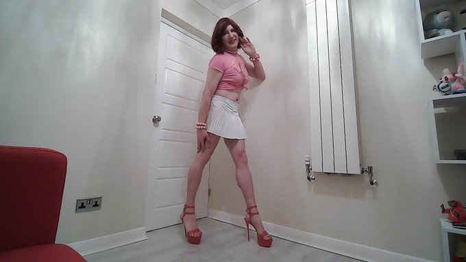 1 pic. Pink and white are the perfect colours for a #Chastity #Ssisy . I hope you like the pics.   Check