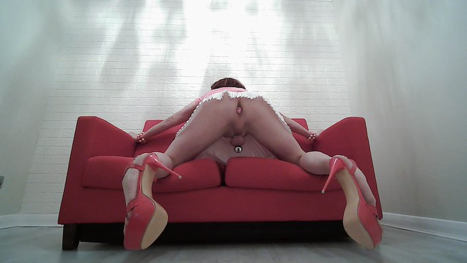 2 pic. Pink and white are the perfect colours for a #Chastity #Ssisy . I hope you like the pics.   Check