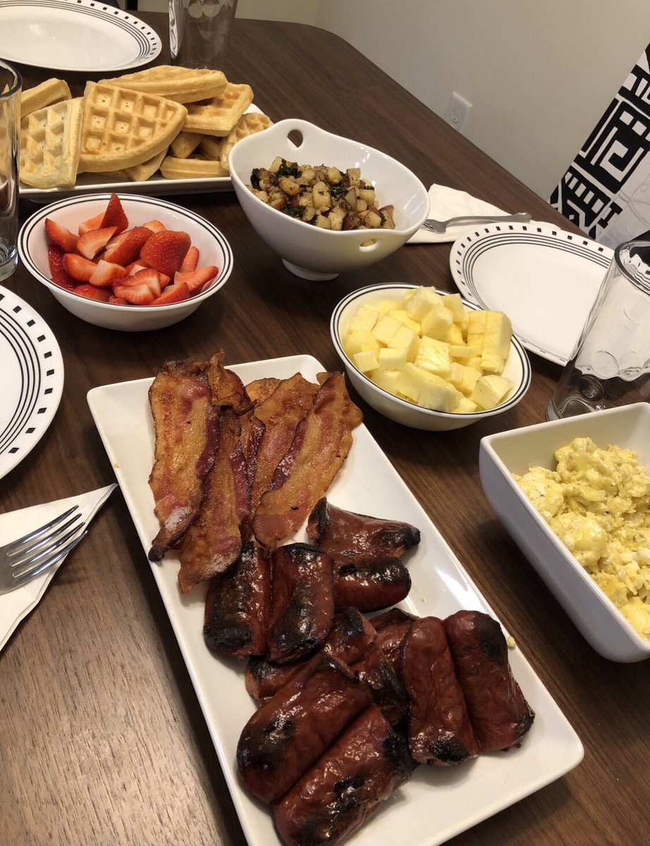Saturday morning is only right with a spread. #thecastironchef #SaturdayMorning #breakfast #Foodie #WeekendMood #happycooking #SaturdayVibes #SEVENTEEN