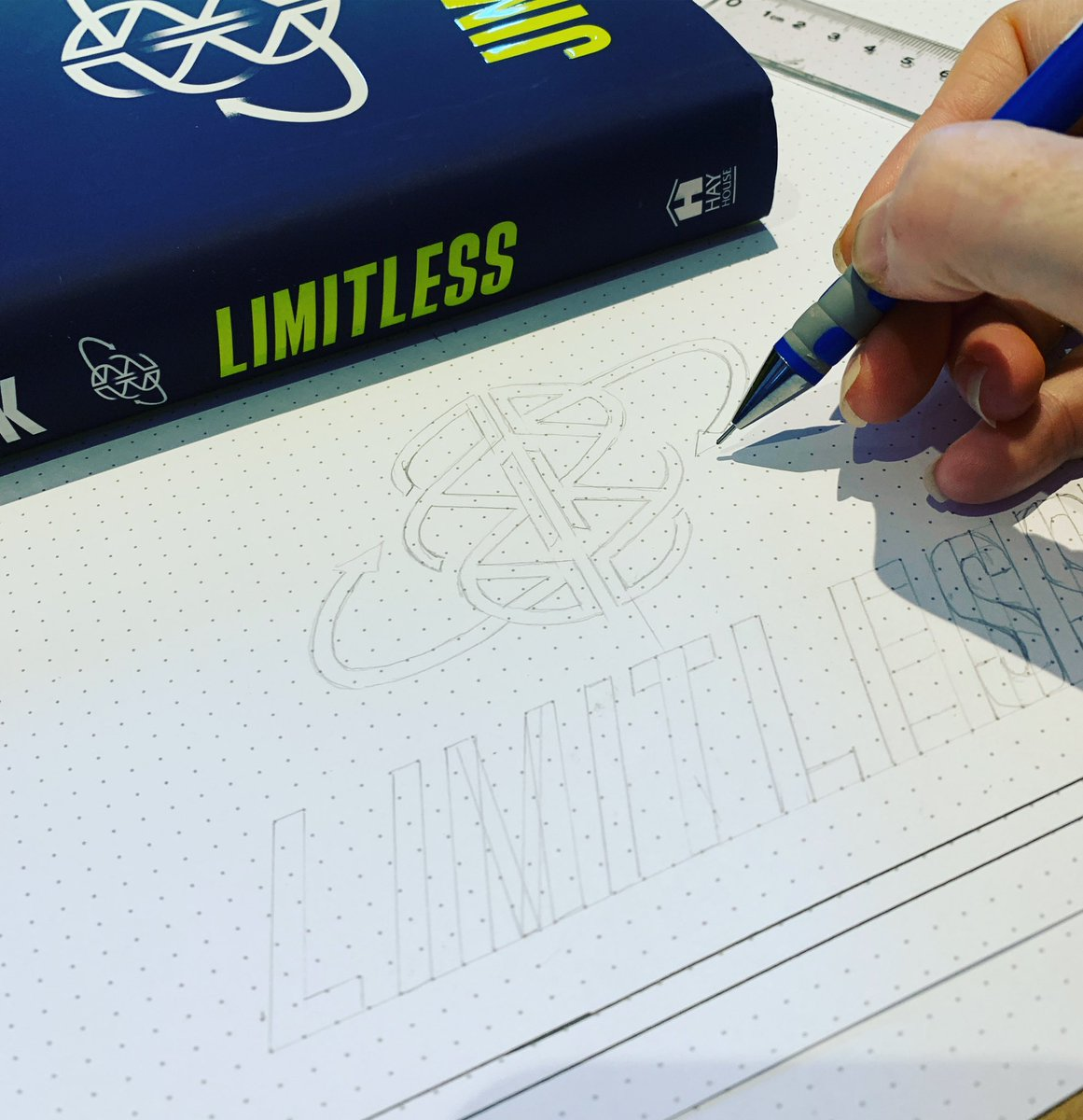Replying to @DaniSaveker: #limitless by @jimkwik as a #visualsynopsis. Creating one page to capture the contents visually