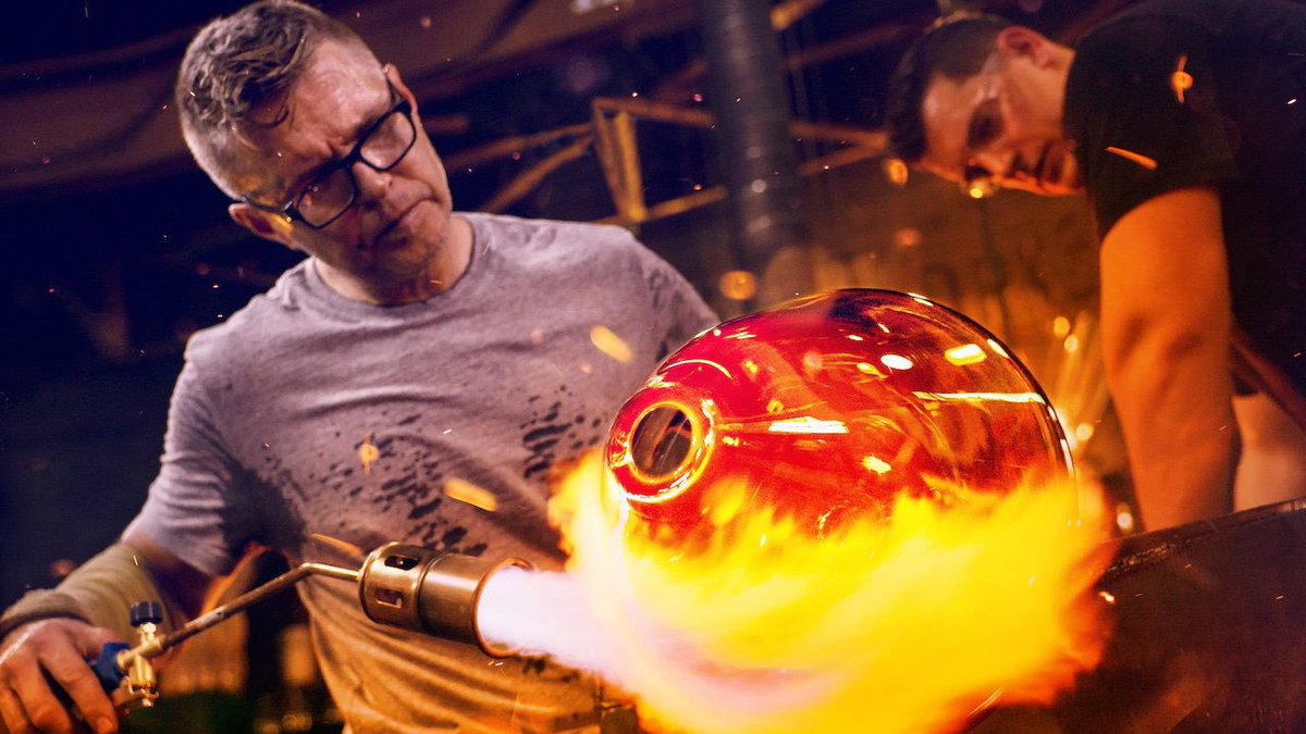 Replying to @silverpebble: PSA:  Blown Away series 2 on Netflix. It's Bakeoff with molten glass. SO good.