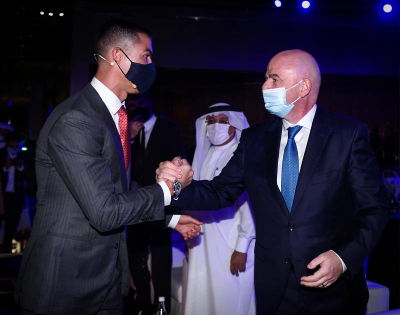 🤝 Captured moment at the 2020 Dubai Globe Soccer Awards with Juventus' Cristiano Ronaldo and FIFA President Gianni Infantino