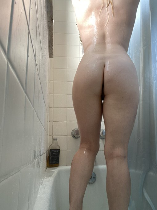 This is what an all-natural 37 yo caught in the wild of her shower during a #voyeurism show! 😘✨ https://t