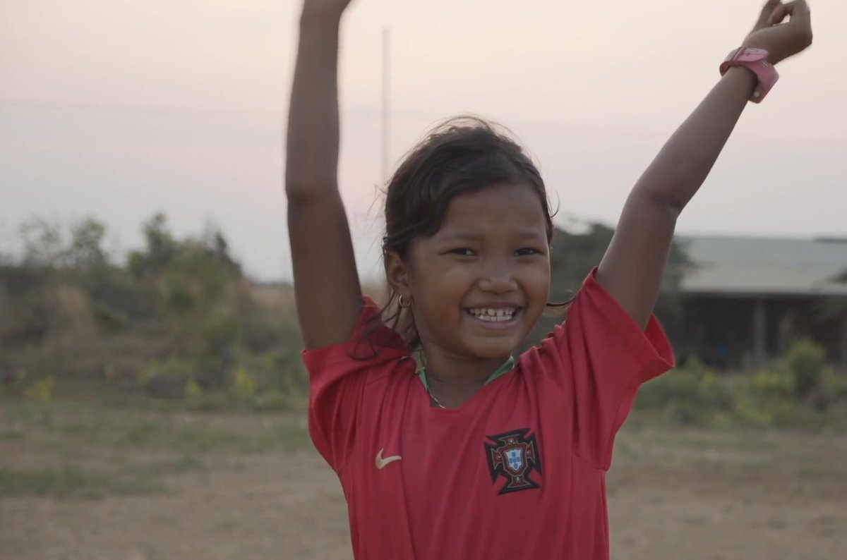 After decades of war and conflict, Cambodia🇰🇭 has been at peace for over 20 years. However, millions of landmines and explosive remnants of war were left in the ground. This @UNDPCambodia campaign aims to transform those mine fields into playing fields.⬇️