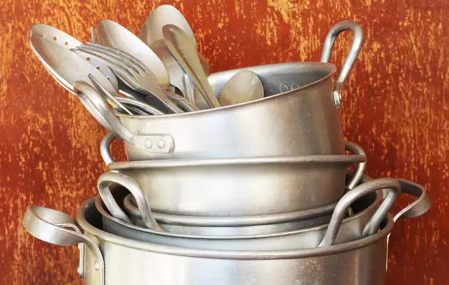 An ideal metal used for baking purposes, aluminium is the most popular metal when it comes to cooking. It has a larger than life use in the Indian kitchen and continues to play an important role in our lives