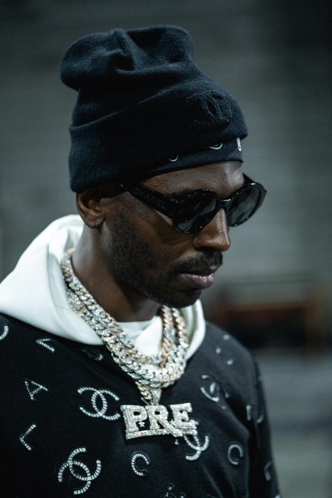 More music from @YoungDolph 🙌 Listen to his latest deluxe album now: