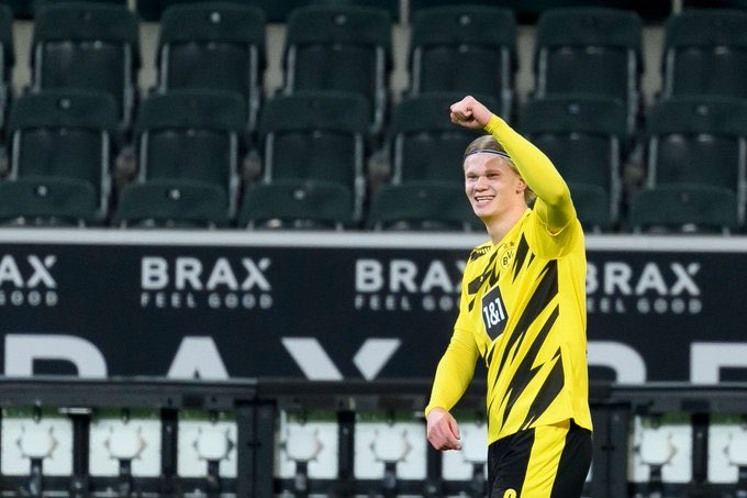 Erling Haaland was really close to signing for Manchester United before he went to Dortmund. Solskjaer is a big fan of Haaland, and he's definitely on United's list, though Haaland is unlikely to leave next summer. (@FabrizioRomano) #MUFC