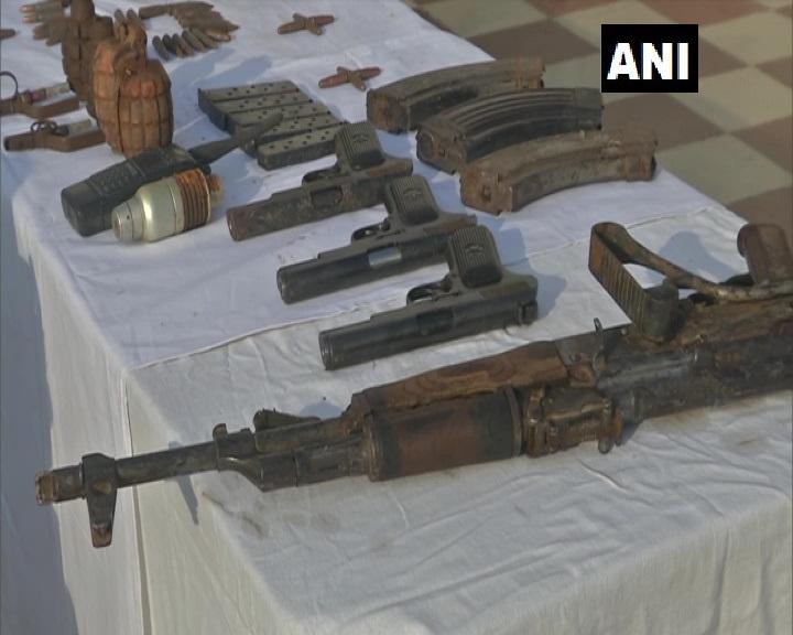 एसओजी पुंछ और 187 बटालियन बीएसएफ द्वारा हरी बुड्डा क्षेत्र जो पुलिस स्टेशन मंडी के अंतर्गत आता है, वहां एक ज्वाइंट सर्च ऑपरेशन शुरू किया गया था। सर्च में एक हाइड आउट मिली, काफी हथियार बरामद किए गए हैं: SSP पुंछ रमेश अंगराल