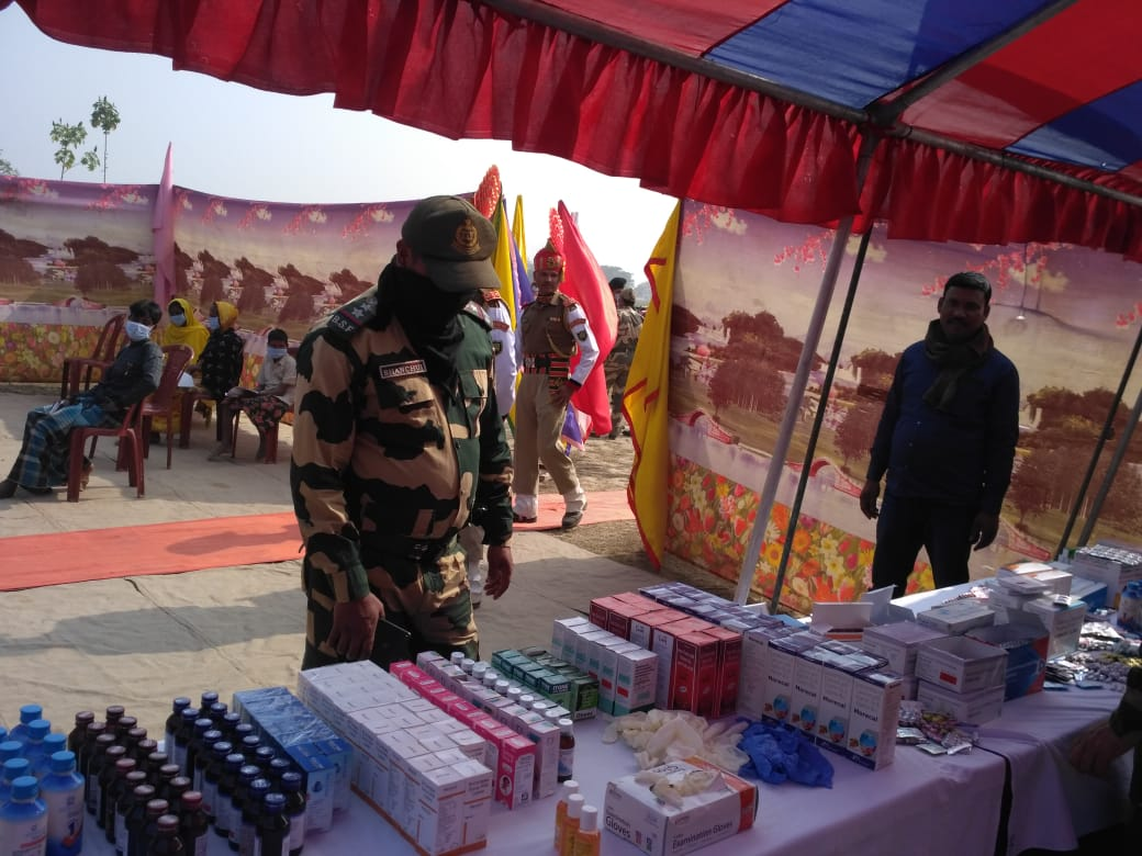 21 Jan'2021 Troops of BOP-Nirmalchar, 35 BN in Dist-Murshidabad(WB) @BSF_SOUTHBENGAL under Civic Action Program installed RO Plant for the border population & also organized a free medical camp in which 311 needy people was treated by BSF doctor & medicine is distributed to them.