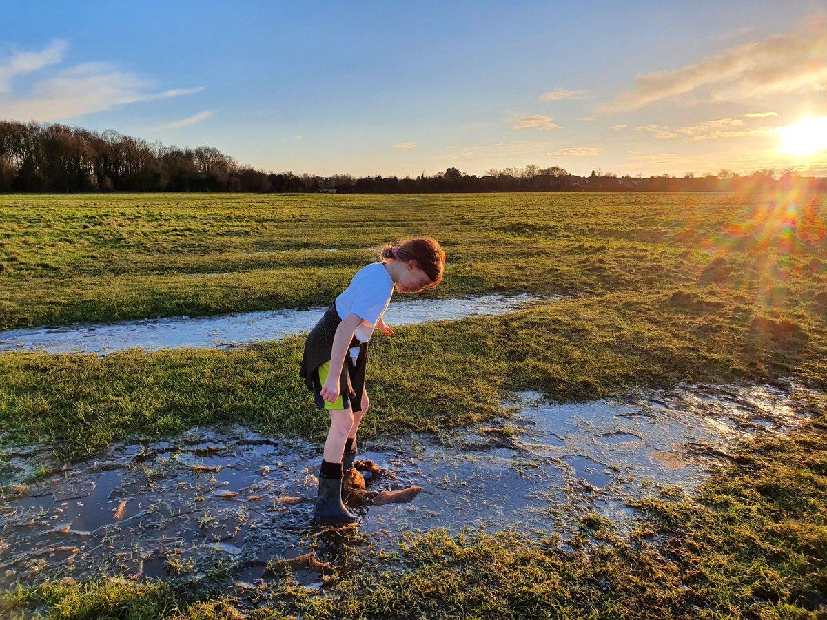 #SaturdayVibes the fun of puddles, ice & #hobmoor @HobMoorFriends