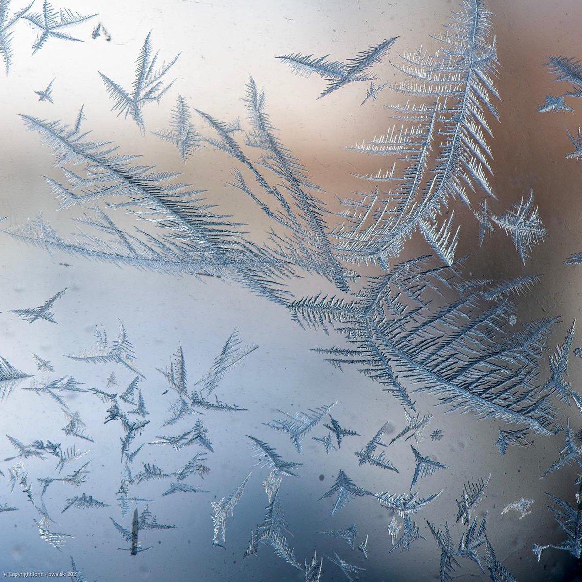 Wintertime Beauty ❄️  Second photo is 100% crop of a selected area   #ice #crystals #winter #macro #macrophotography #closeup #ottawa #canada #myottawa #instalike #instagood #instadaily #nikon #nikoncanada #shotonnikon  #nikond850 #d850