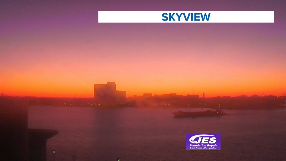 A warm looking sunset from @NauticusNorfolk this evening. Emphasis on *looking* because it's been chilly all day and this wind did NOT help  #13newsnow #13weather #sunset