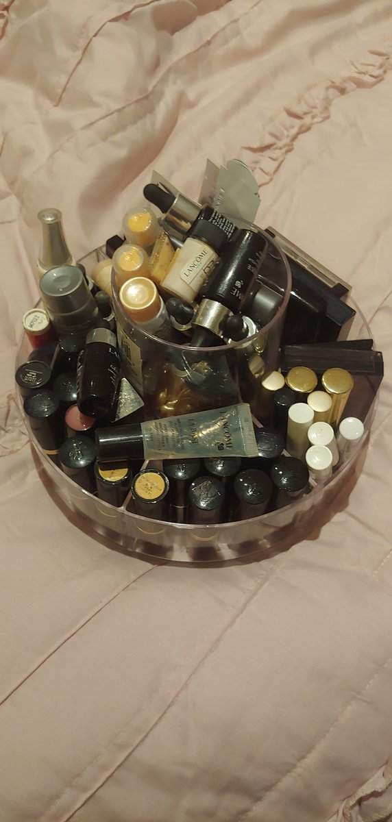 #IOwnARidiculousAmountOf cosmetics samples