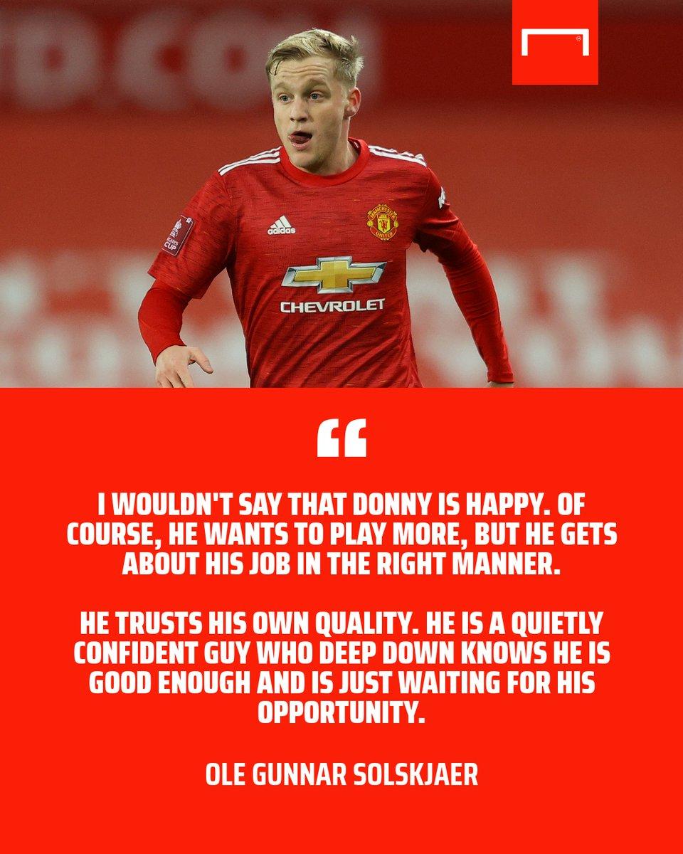 Donny van de Beek is not happy being on the Man Utd bench 😌