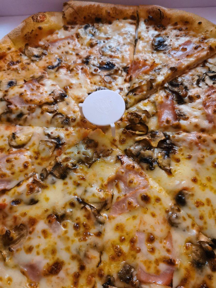 #CouvreFeu18h #Covid_19   Assignés à résidence Je viens de commander 2 pizzas  Illusion d'une vie normale 😔