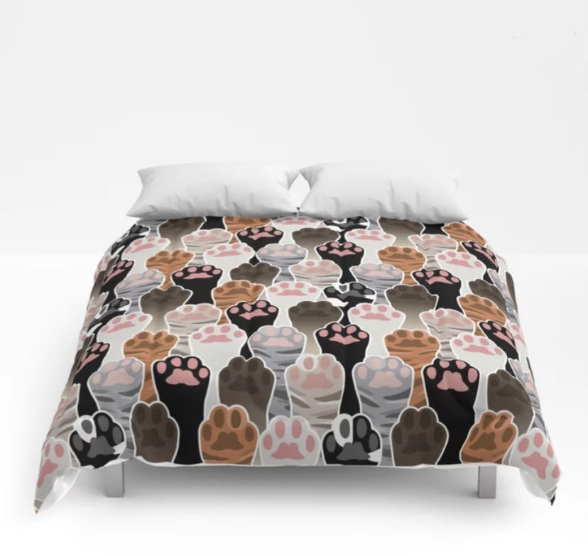 Happy #Caturday! 😻 hope you are enjoying this lovely Saturday.  Today is the last day to get 30% off bed and bath from my #Society6 shop >  Here is my cat paws pattern on a comforter! And I shall share more new cat themed things later for Catnuary 😻😻