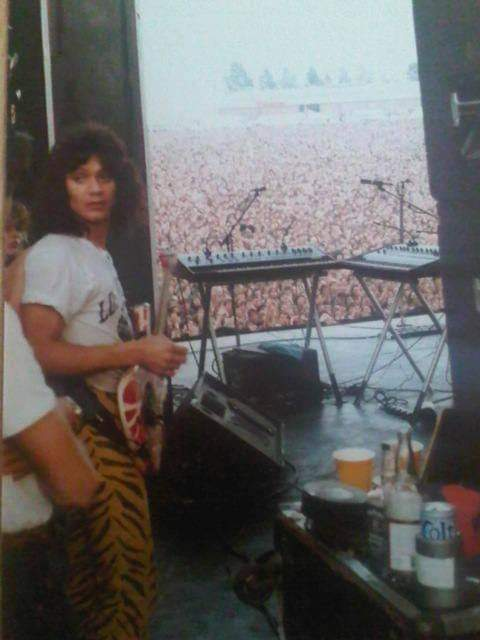 Still love this picture, a glimpse behind the stage at Donnington 1984. Eddie Van Halen looks ready to go ‼️ #missingeddievanhalen #eddievanhalen #evh #vanhalen #guitar #guitarlegend #backstage #SaturdayMotivation