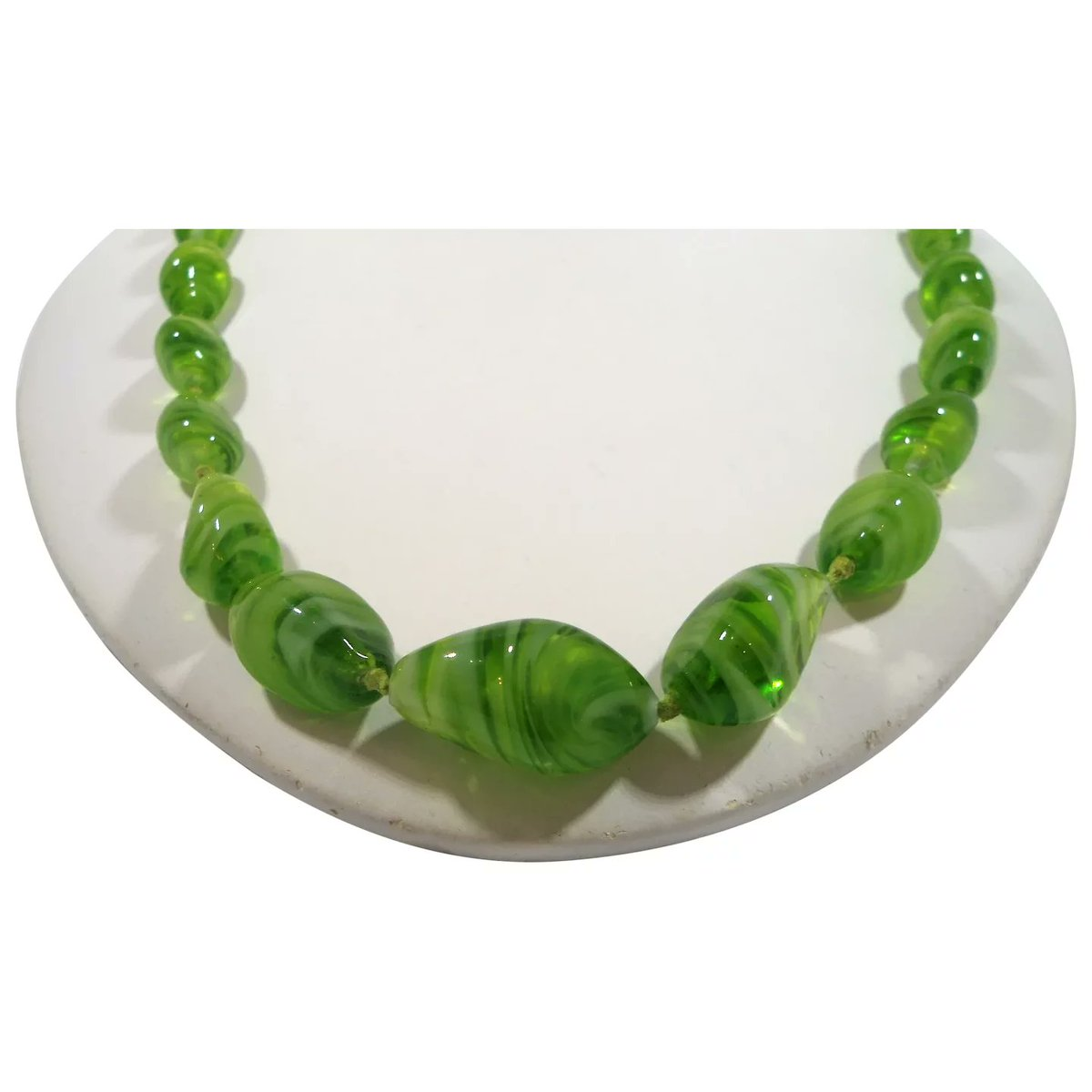Swirled Lime Apple Green Art Glass Beaded Necklace #rubylane #vintage #jewelry #glass #beads #necklace #giftideas #treatmyself #treatyourself #fashionista #givevintage