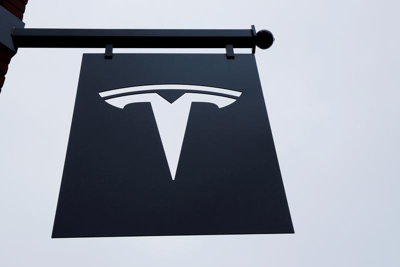 Germany KBA watchdog also looking into Tesla touchscreen failures: paper