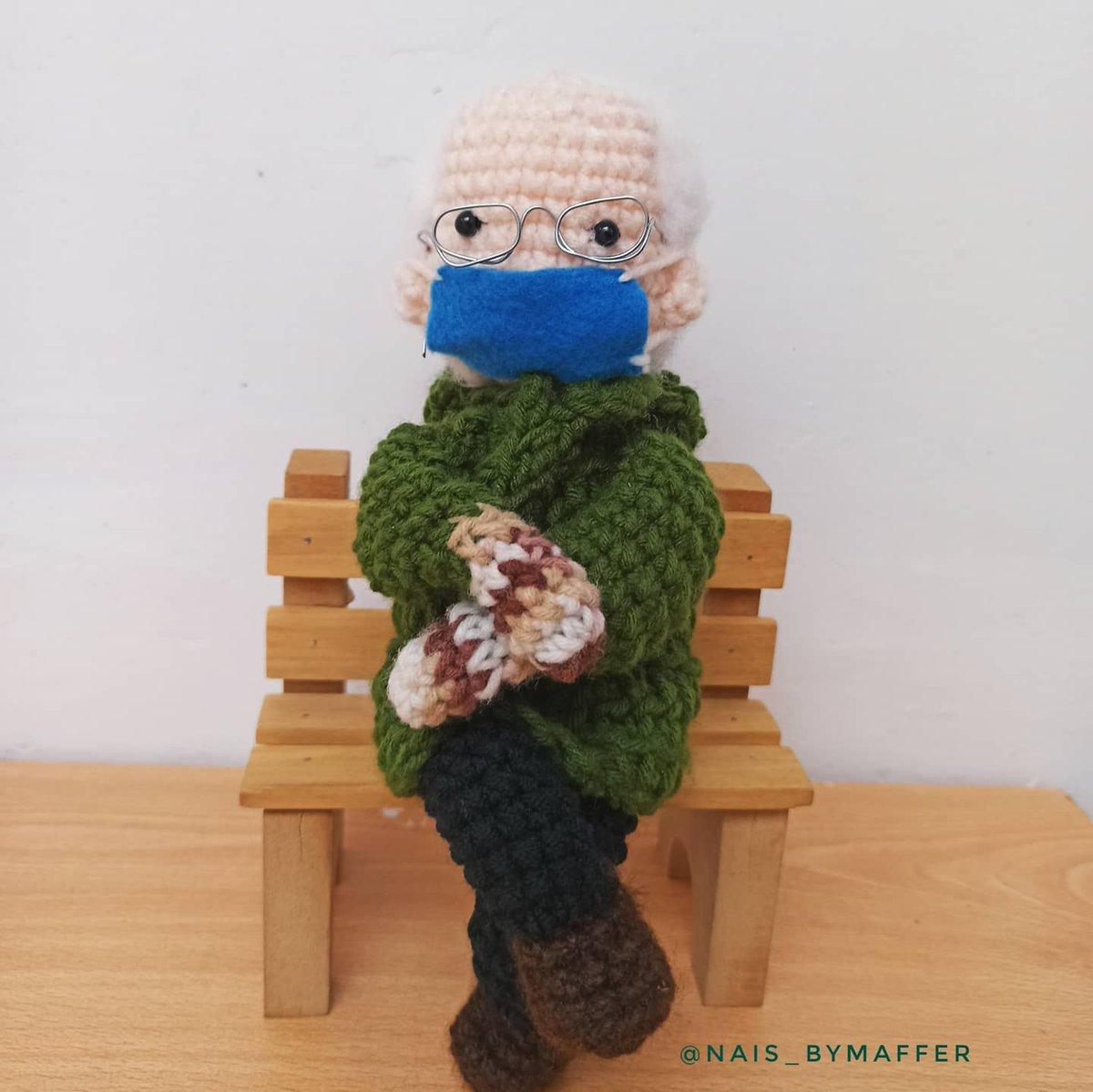 A petición de ustedes tejí a @BernieSanders en crochet  🧶 #Berniememes #amigurumi