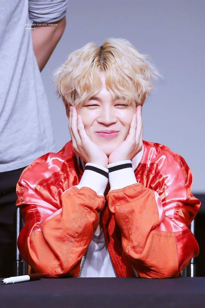 Replying to @emiross95: Thank you for always give us they best version of yourself 💜🇨🇷 #ThankYouJimin #JIMIN @BTS_twt