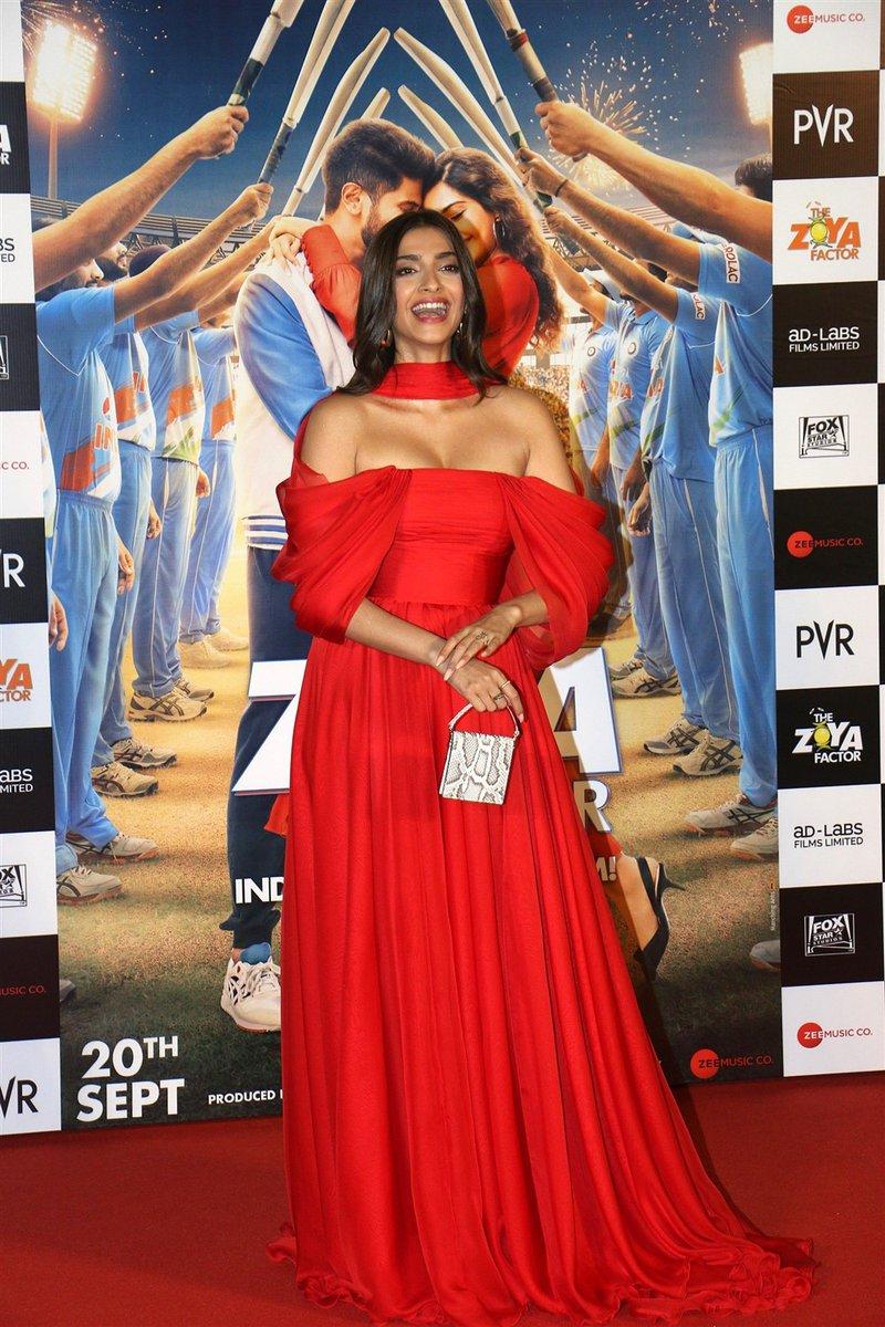 #ActressHotPhotos #Actress #SonamKapoor