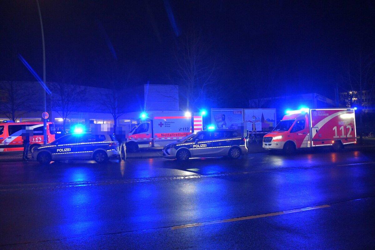 RT @BZ_NachtFloh: Berlin-Neukölln: Auseinandersetzung mit mehreren Verletzten. https://t.co/3bkSp4t0qq https://t.co/2ebkq17Yuy