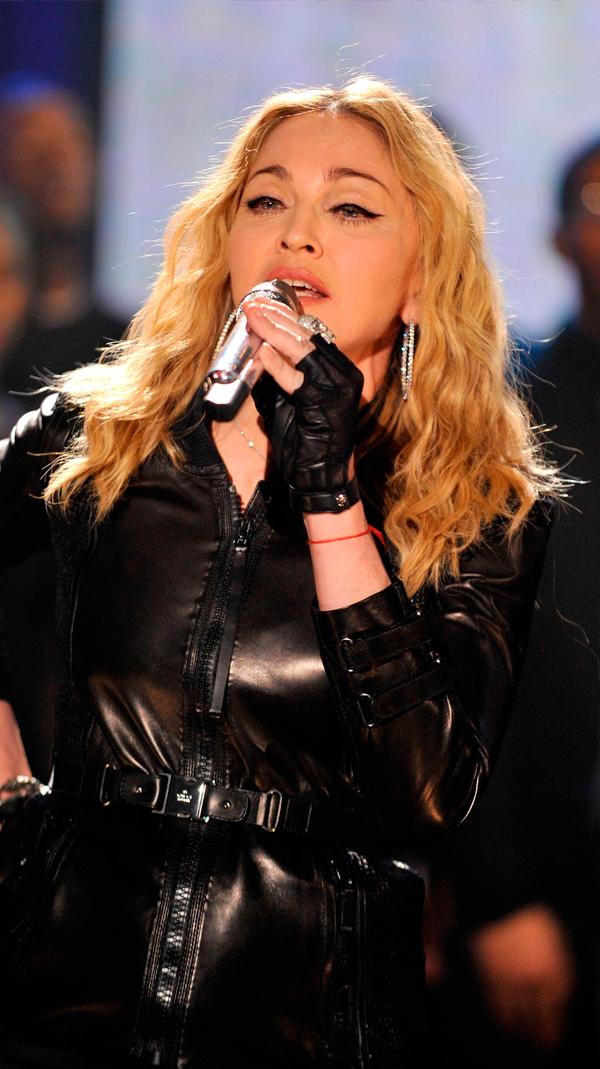 #HopeForHaitiNow #JayZ #Bono #TheEdge #Rihanna #TaylorSwift #ChristinaAguilera #Madonna #JustinTimberlake #Shakira #UnDiaComoHoy 2010 #Music #Albums #VyralNews 🎵  ➡️ Si quieres saber más de este álbum visita nuestra sección: