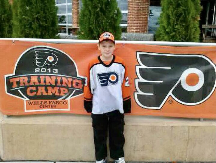 The kid's been a fan for some time! @_ChrisMaher @JameyBaskow @AmedeoGrassia98 @Ywolok @Steelflyers52 @claremcmanuss @reissmode @FlyersKnitty @NHLFlyers Sorry Bud, was going thru pics...had to post!