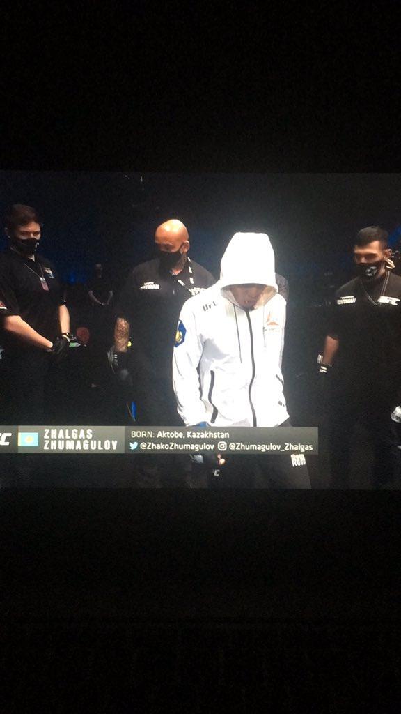 Goooooooooooo #UFC257 @danawhite thanks for the streaming 😘