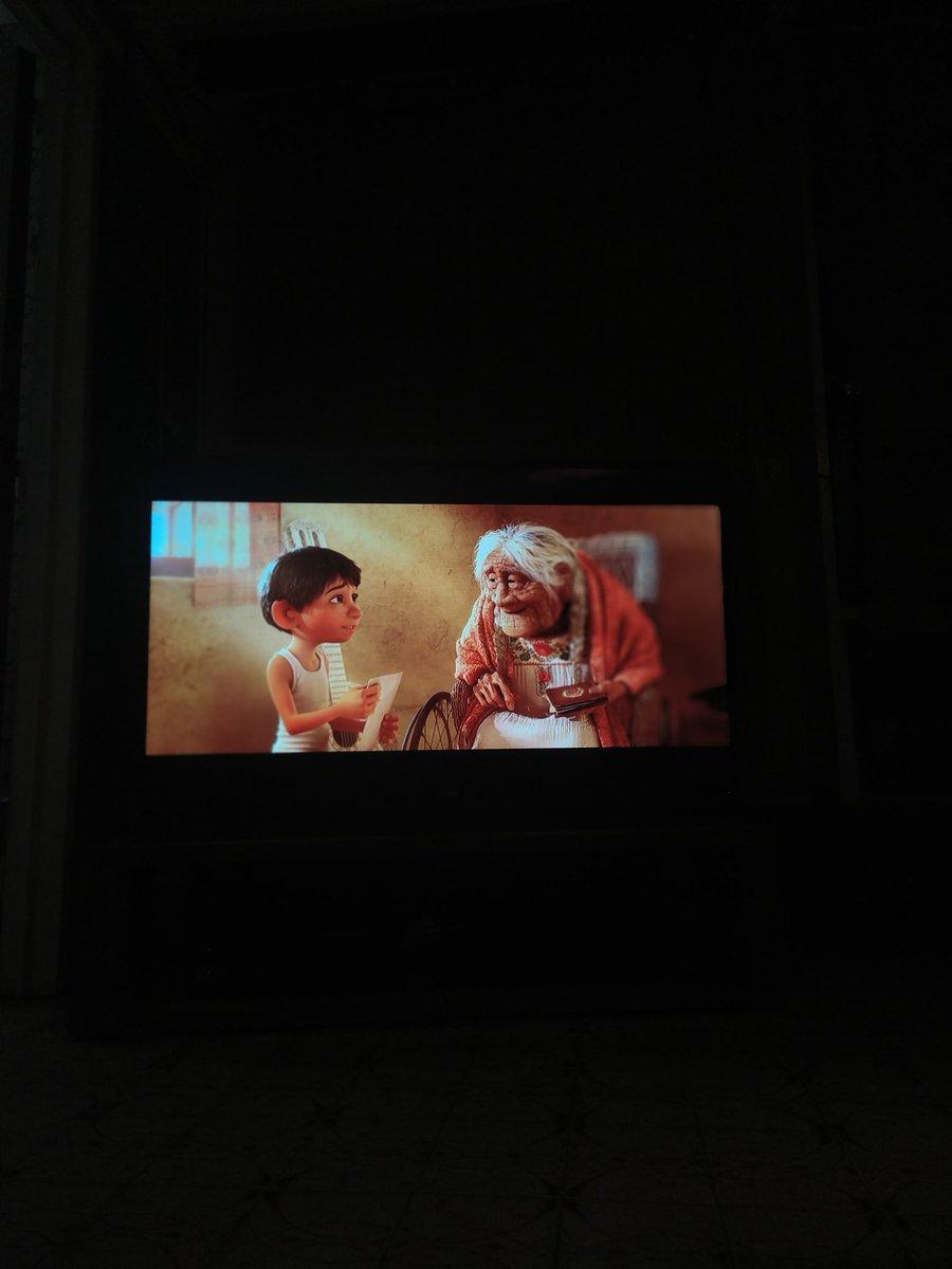 Si, estoy llorando. Alguien más lo hace en este momento de la película? #Coco