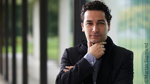 """""""¿Quién es el director Andrés Orozco-Estrada, responsable de la versión de la Novena Sinfonía de #Beethoven250 que escucharemos en #TCVSinfoníasBeethoven, episodio final?"""" (@altoynitido). Audio, difundido hasta las 9:27 am VET: ."""