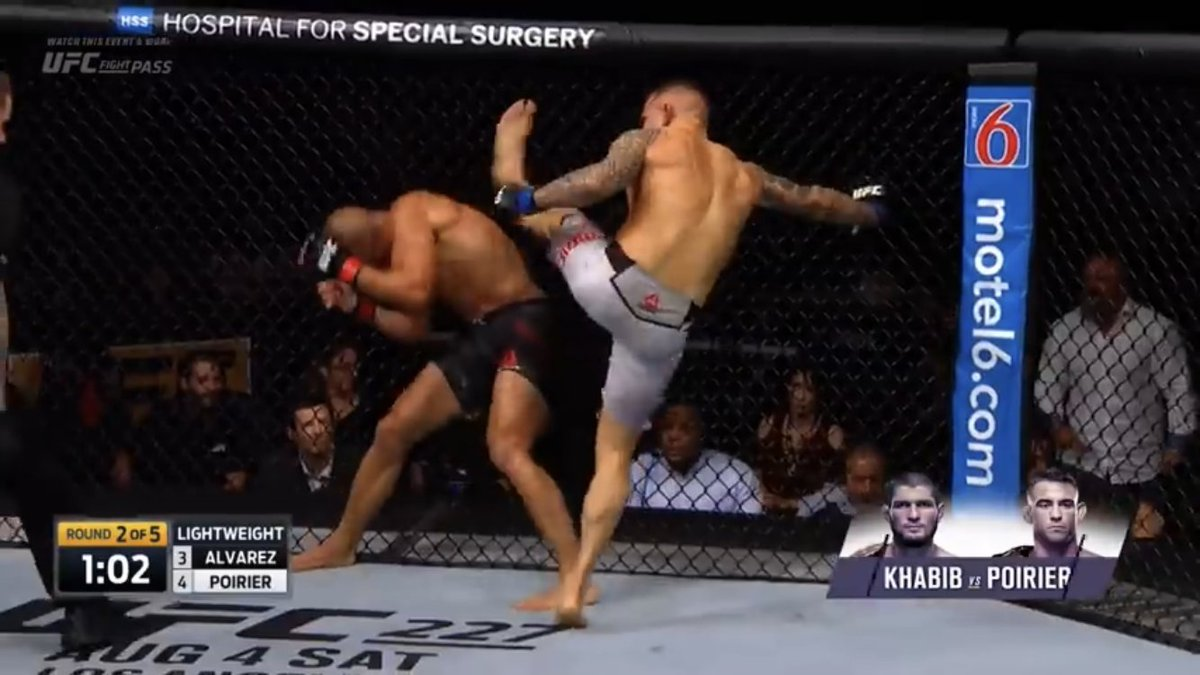 I love me some ufc commentating but calling this a decent high kick is just trash. 😐 #UFC257 @dc_mma be better. https://t.co/APeCwm1TFT