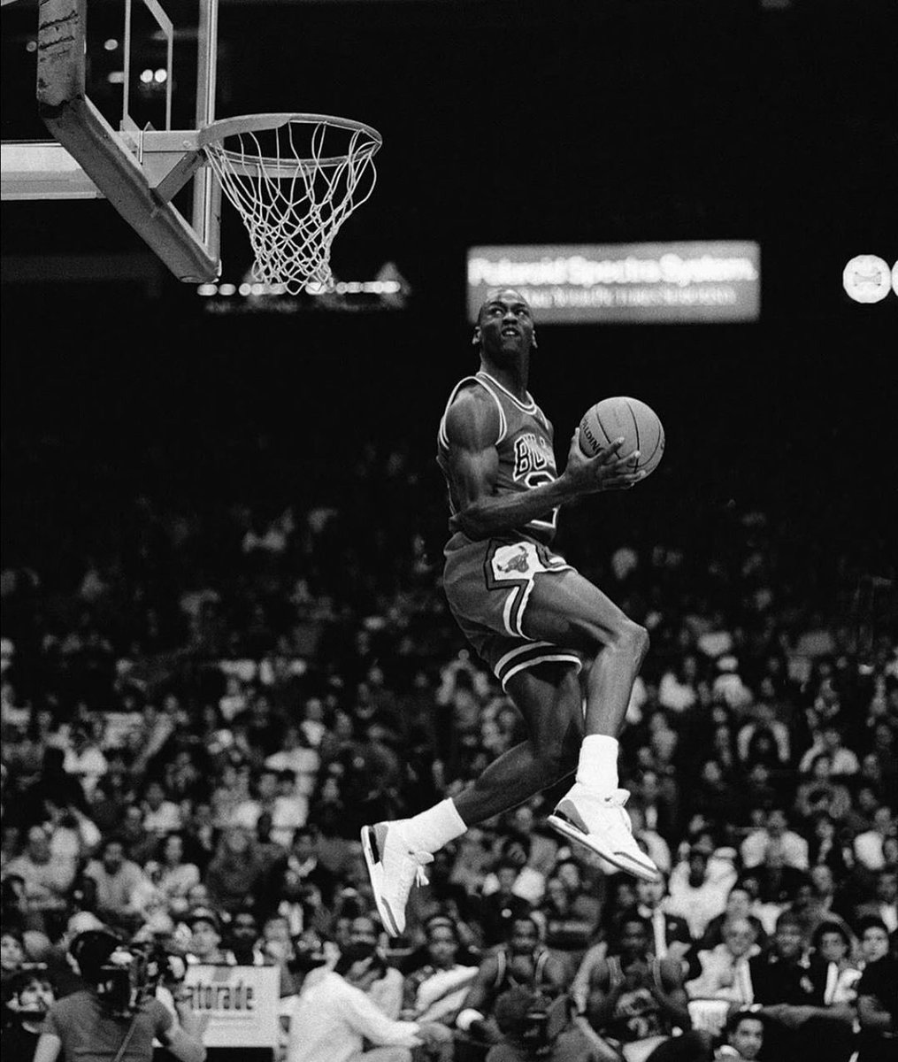 One of the most iconic sequences of photos. 🔥 https://t.co/Yogmkw2smO