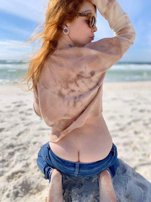 1 pic. Beach buttcrack photo set up on my VIP ONLYFANS 🏖🌊💕  https://t.co/YIlsf3kbR8 https://t.co/kYe