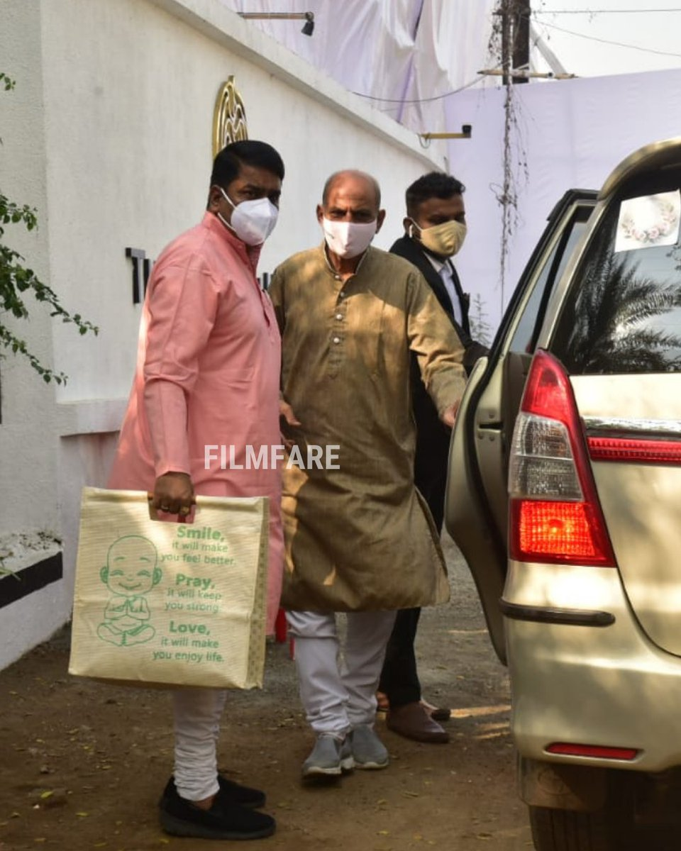 The time is finally here! The Pandits for #VarunDhawan and #NatashaDalal's wedding arrive at the venue.