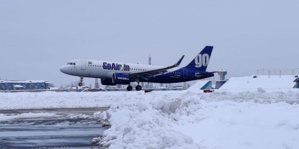 After remaining suspended for a day due to fresh spell of snowfall in the Kashmir valley, air traffic resumed at the Srinagar airport on Sunday, official said. #srinagar #JammuKashmir #airindia