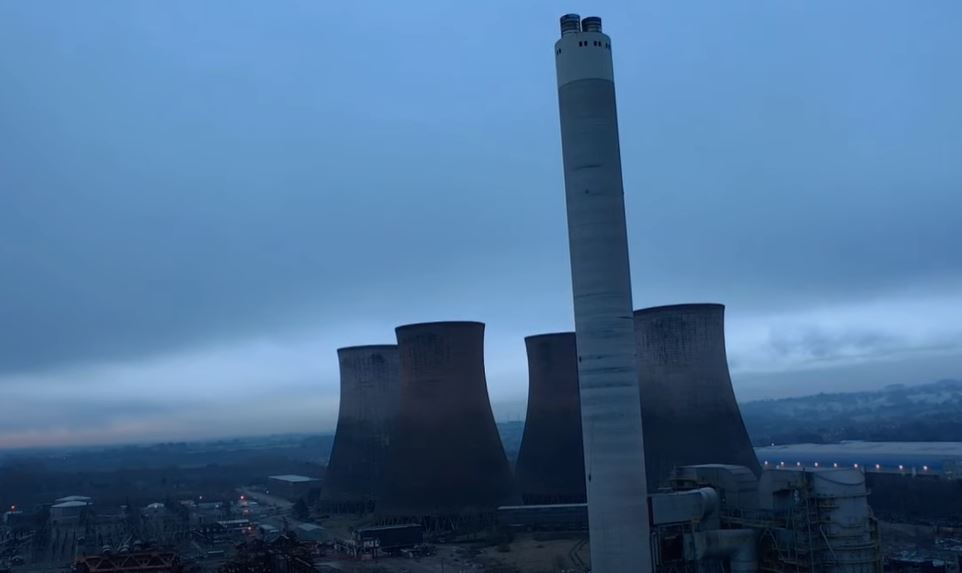 A 183m chimney at Rugeley Power Station in #Staffordshire is set to be demolished this morning! Check out the live stream here! https://t.co/mctDu1VwKY https://t.co/eUxLqBBZkZ