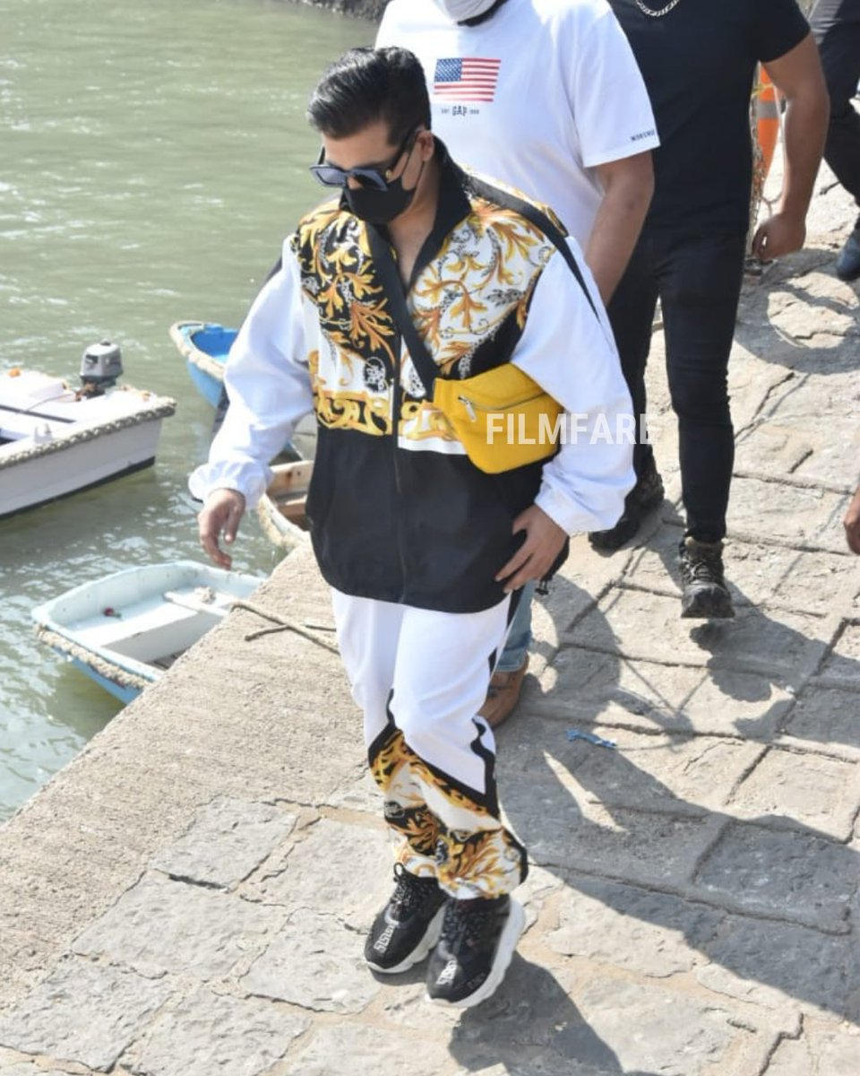 #KaranJohar snapped on his way to Alibag to attend #VarunDhawan and #NatashaDalal's wedding ceremony.