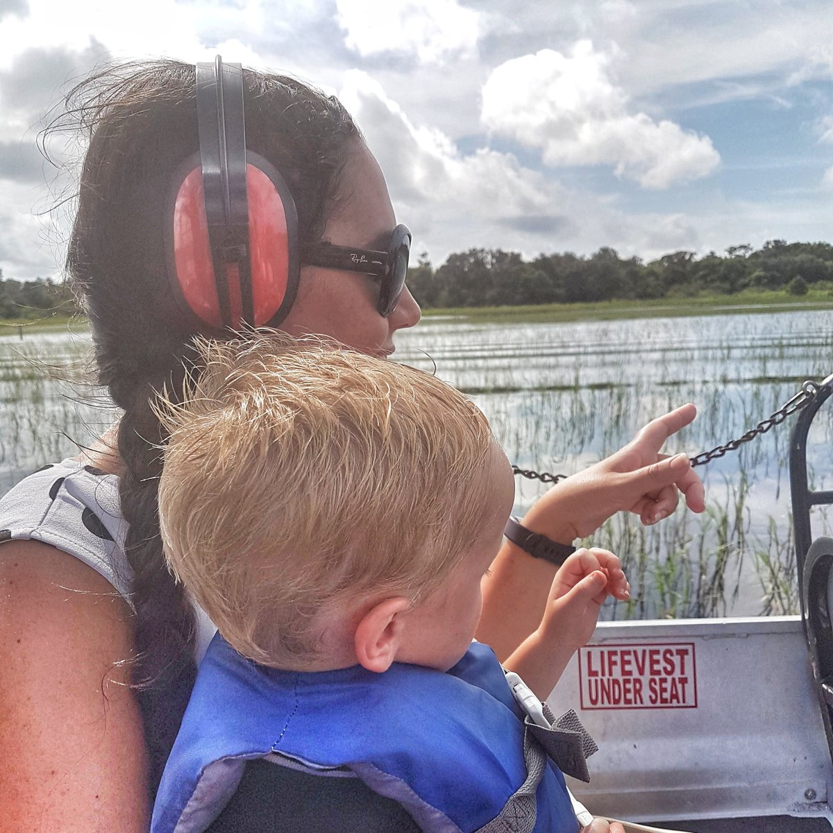 Things to do in #Orlando away from #Disney  visit #BoggyCreek Airboats get out on the water and spot some gators! RT