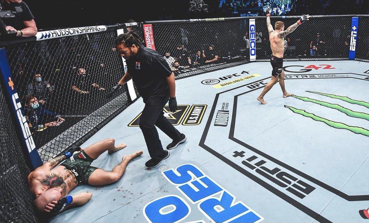Wow! @DustinPoirier just shocked the World! Amazing performance! 😮👏🏽 #UFC257