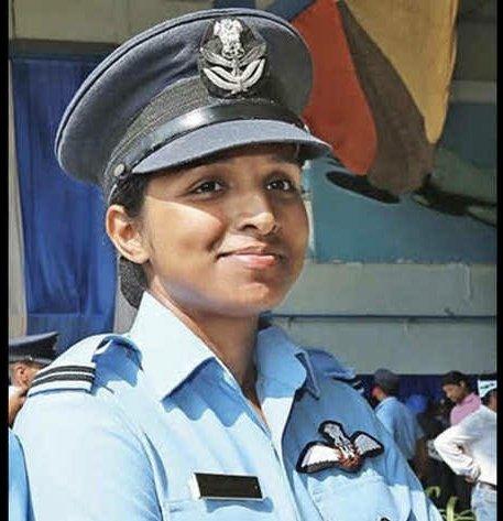 Replying to @iSuyashPandey: Varanasi girl Shivangi Singh first woman fighter pilot to fly Rafale. #DeshKiBeti