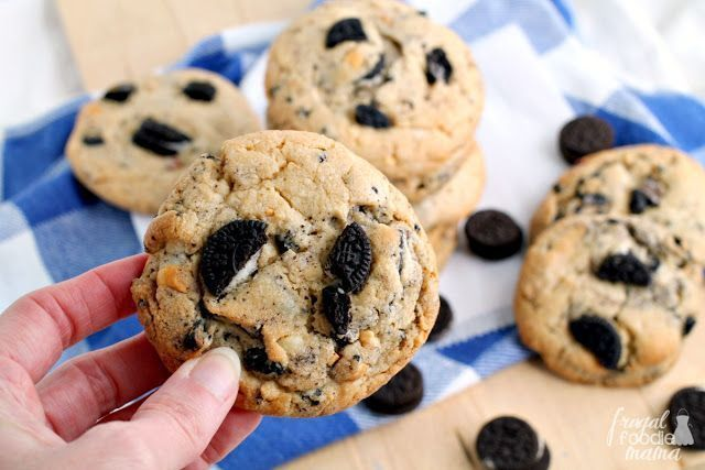 These easy to make peanut butter #cookies start with a cake mix and are loaded with chunks of chopped #Oreos . Get the #recipe now at>>  #peanutbutter #dessert #cakemix #cakemixcookies