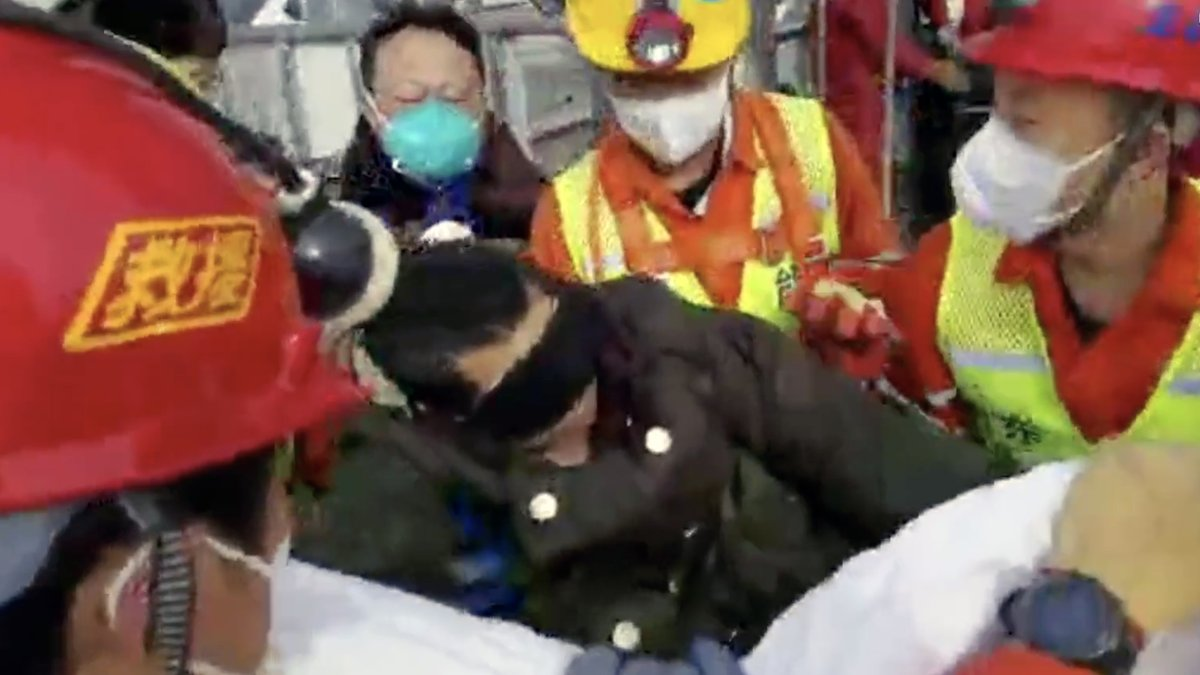 A miracle of life! 🙏  A miner trapped underground for 14 days after an explosion at a gold mine in east China, was successfully lifted out on Sunday. Ten more miners trapped are expected to be rescued soon.