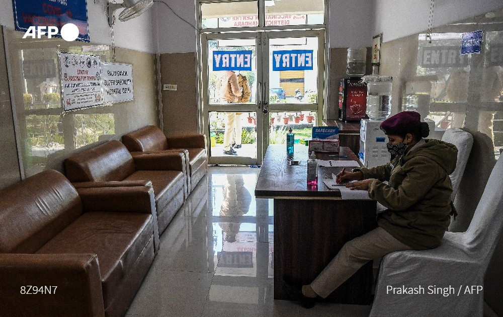 Indias huge coronavirus vaccination drive is behind schedule, with a third of recipients not showing up for appointments because of safety fears, technical glitches and a belief that the pandemic is ending u.afp.com/UwRK