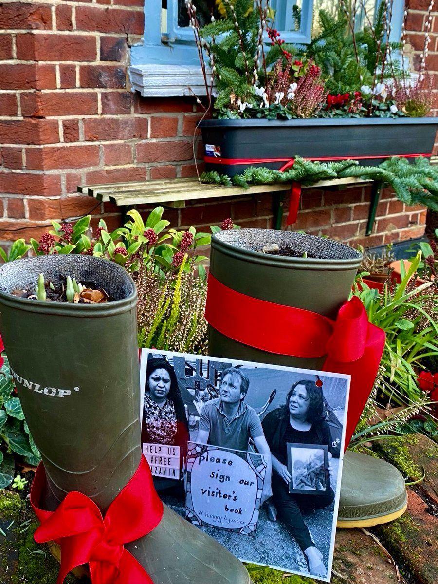 Good morning #Suffolk #Sundaymorning #gardening #january  @linda_grove asks you to get your old wellies. and help #FreeNazanin  #gardener #garden #flowers #plants #nature #gardens #mygarden #gardeners #flower #landscaping #organicgardening #plant #green