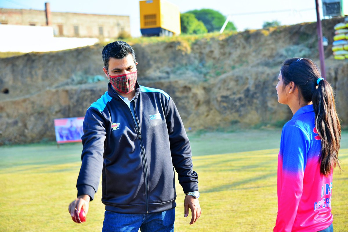 """""""We had the legendary left arm seamer RP Singh give his insight to young kids at MSDCA Jaipur""""  #RPsingh #jaipur #MSDCA #aarkasports #msdcaindia #criketor #cricket #sport #training #msdhoni07 #msdhoni7781 #DhoniForever #cricketer #bowling #coaching #coach #coachlife #cricketnews"""